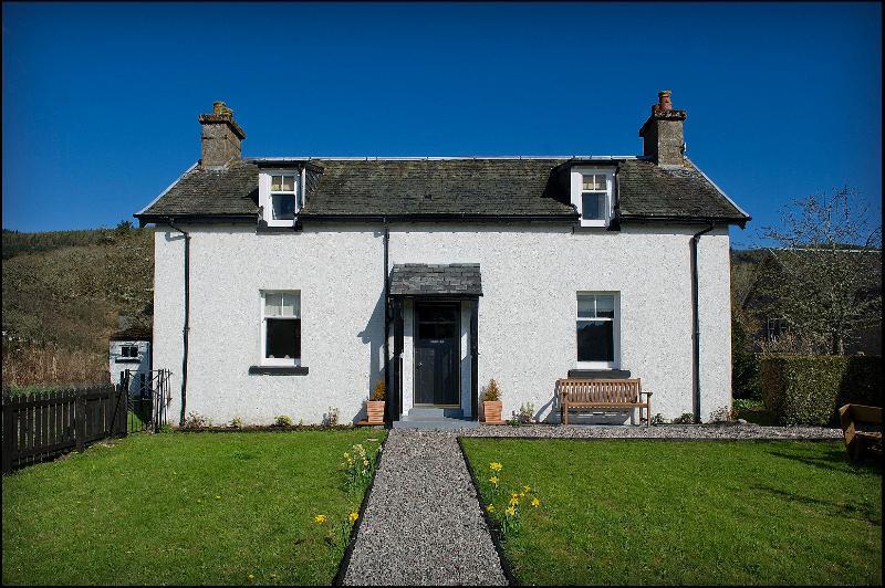 Dochgarroch Cottage - Historical Elegance