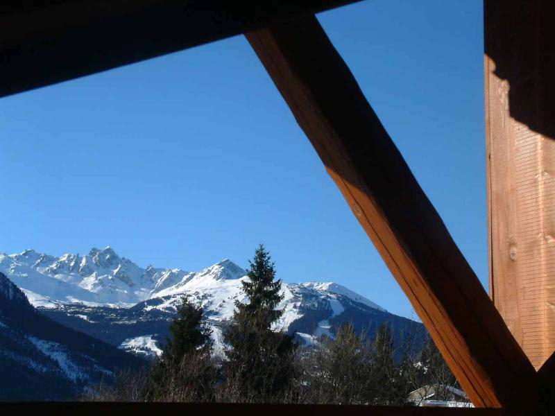 Uitzicht vanaf de bovenverdieping twee tweepersoons slaapkamers met een balkon