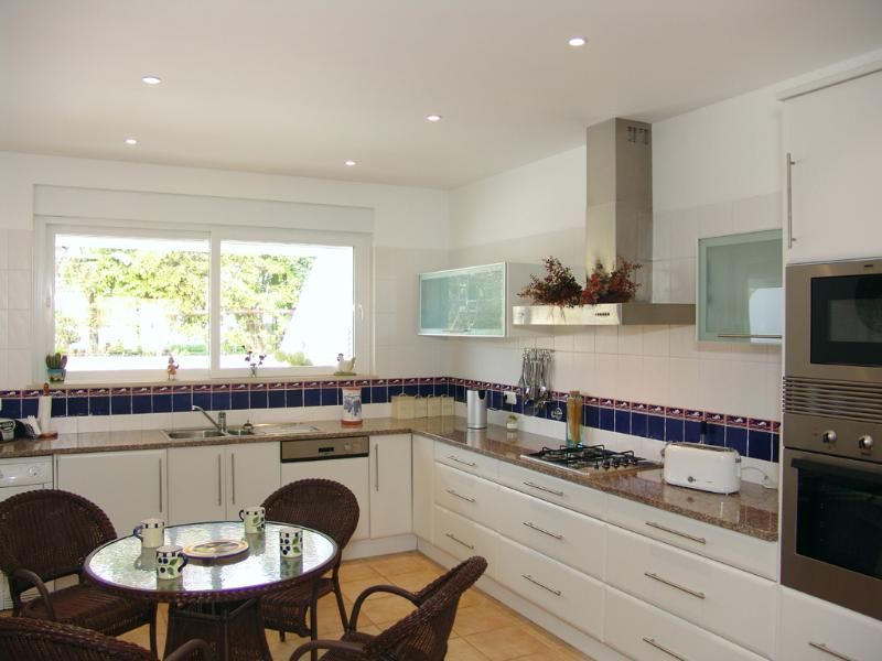 Kitchen/diner fitted with washing machine,dishwasher,gas hob,electric oven and fridgefreezer.E/blind