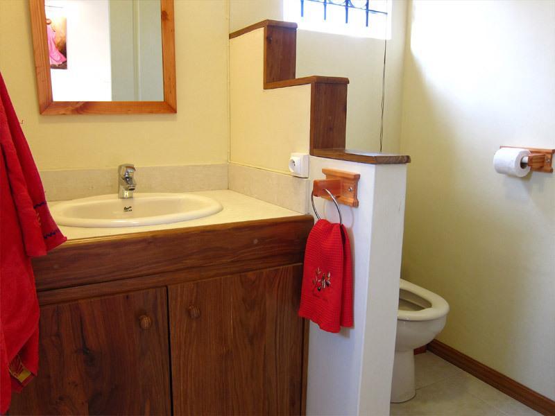 Ensuite shower room for 2nd bedroom