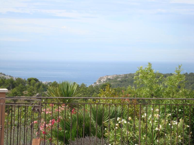 Villa vue mer 180° ss vis à v, holiday rental in Marignane