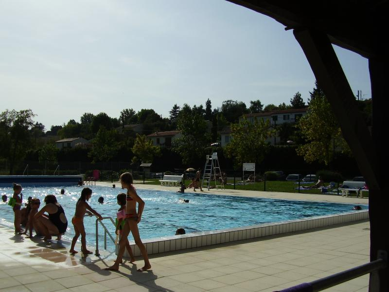 Local outdoor pool 10 minutes away