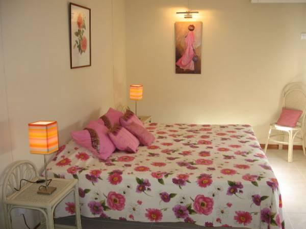 2nd double bedroom, sea view, with air cond and en-suite shower room