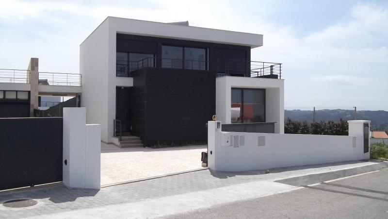 frontage overlooking the Baia Sao martinho Atlantic Ocean and jacuzi