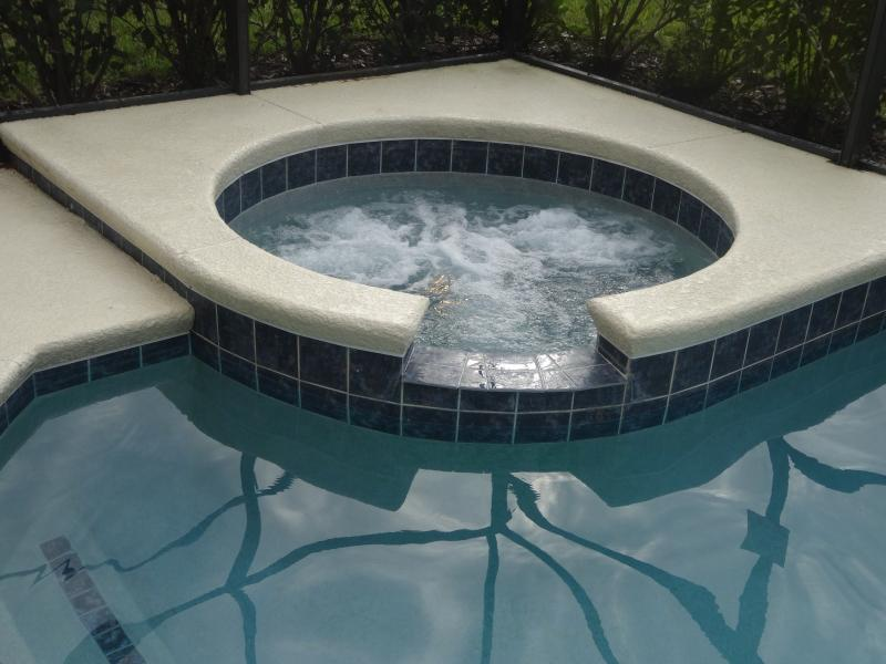 Ease the days aches and stresses in a relaxing spa (Pool/Spa heating available)