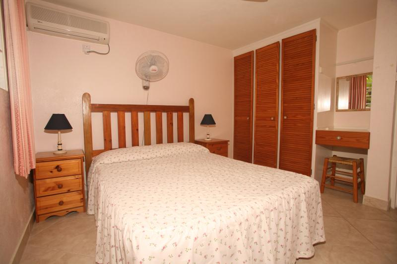 Palm Paradise Apartment, holiday rental in Paynes Bay