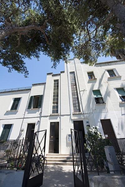 Welkom bij Casa Greco: Het vooraanzicht van het Huis met toegangspoort en de belangrijkste deur.