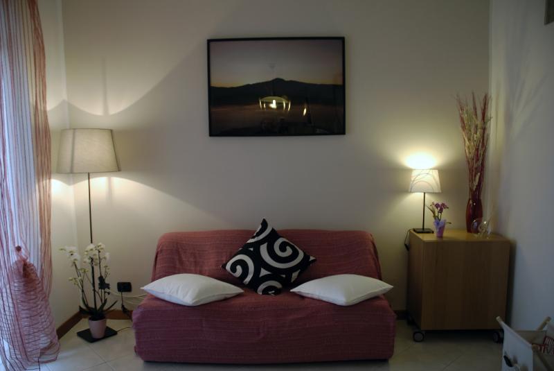 salotto con divano letto per due persone