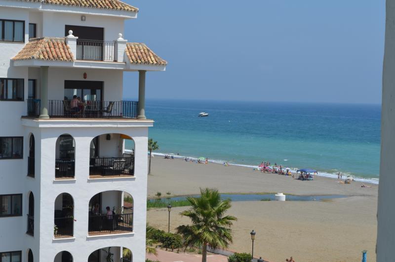 vue mer-plage depuis la terasse de l'appartement