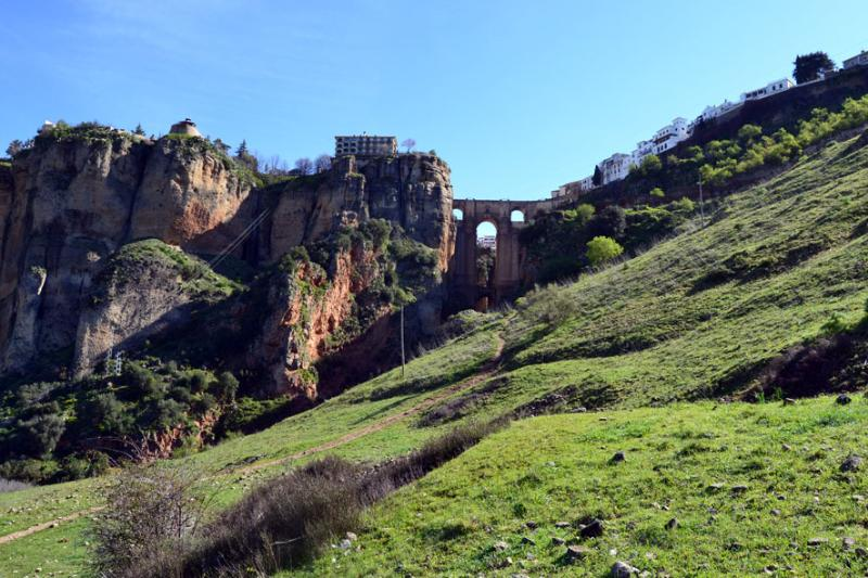 Monumental city of Ronda & shopping at 20 minutes drive.