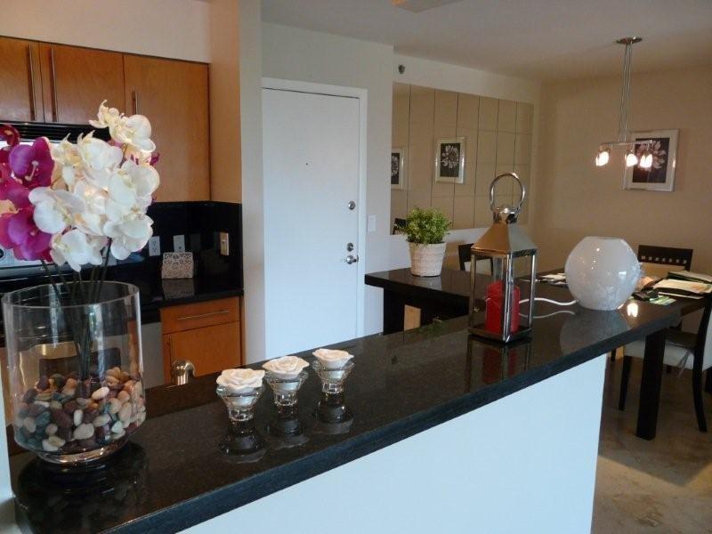Stylish 1 bedroom condo Yacht Club Aventura, holiday rental in North Miami Beach