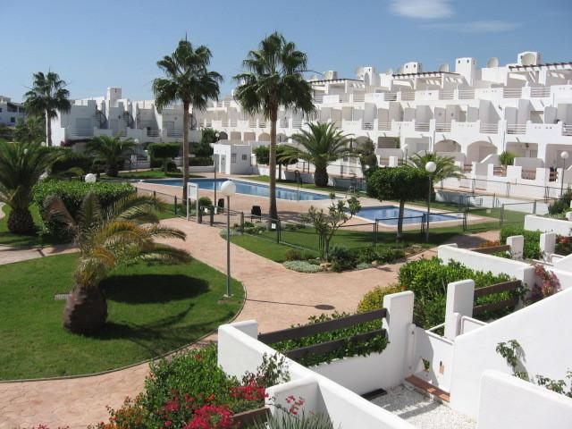 Ground floor Apartment close to the beach sleeps 2 adults & 1 child, location de vacances à Vera