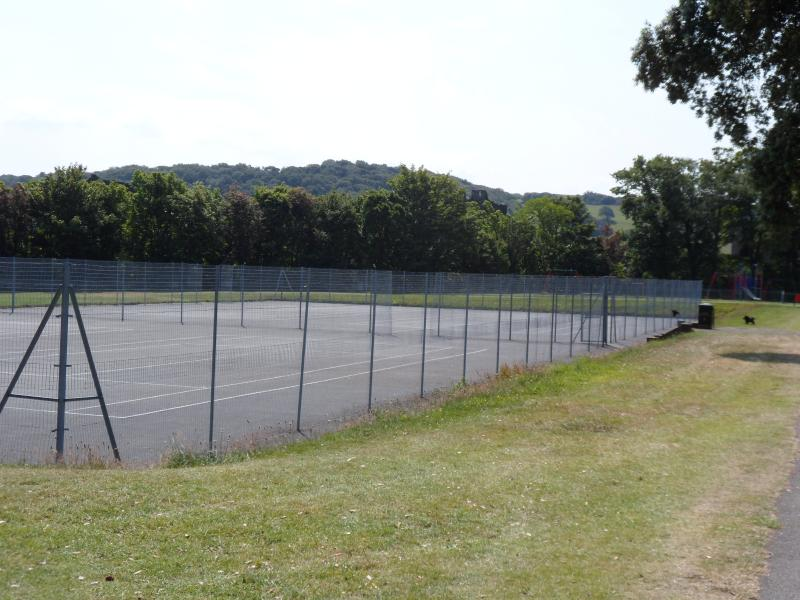 Free to use tennis courts in Bodlondeb park
