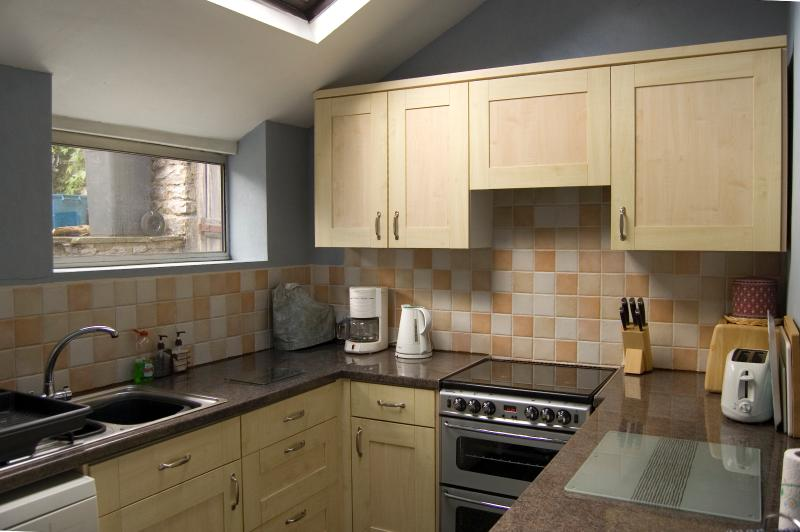 Well-equipped fitted kitchen, with gas cooker, washer/dryer, dishwasher, microwave and more.