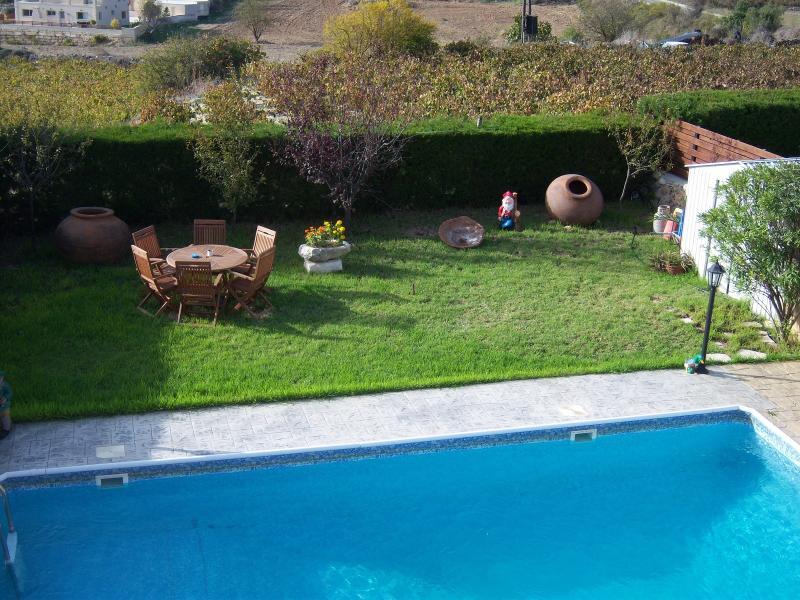 ANGELAS VILLAS, vacation rental in Stroumbi