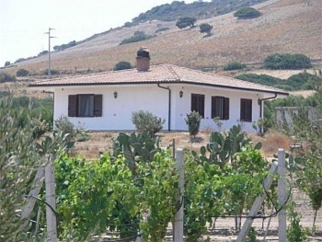 Freistehende Villa - eingebettet in ruhiger idyllischer Umgebung auf grossem Olivenhain