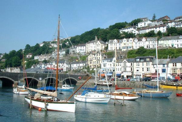 The beautiful fishing town of Looe only 9 miles away.