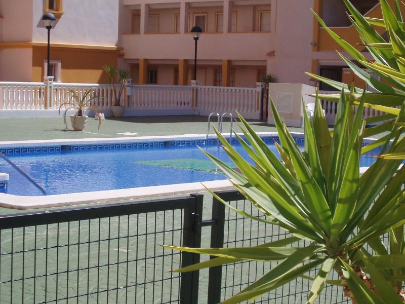 APARTAMENTO CON PLAZA DE GARAJE EN MAR DE CRISTAL, vacation rental in Mar de Cristal