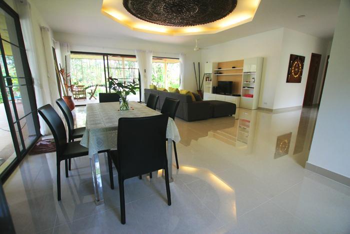 Living and dining Villa 1