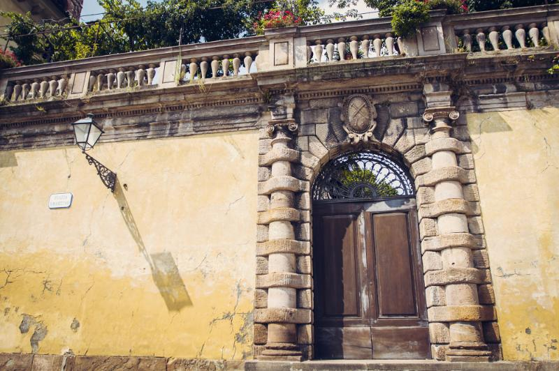 The provincial city Lucca is 20 minutes away and is well worth visiting, also called littel Florenc