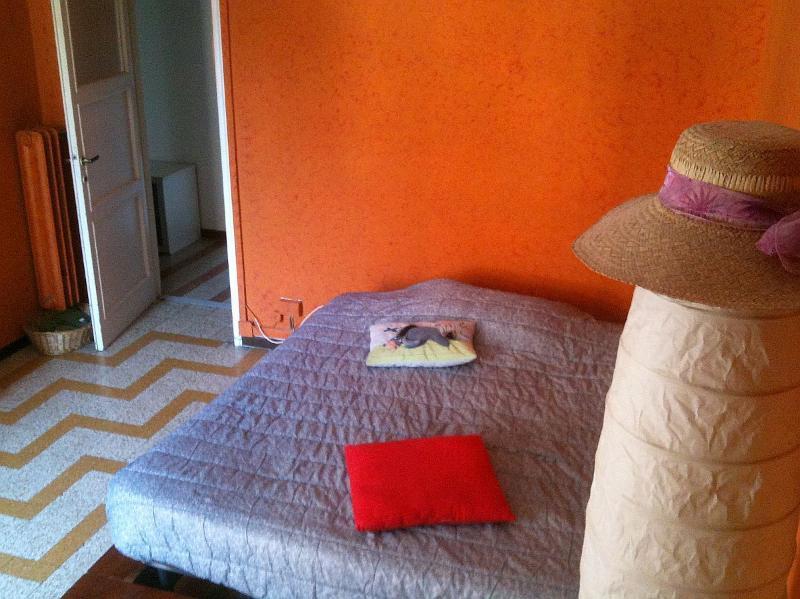 Bedroom (double bed, wardrobe, desk)