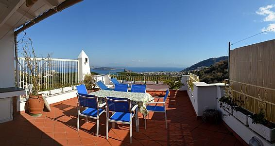 Barano d'Ischia Villa Sleeps 9 with Air Con and WiFi - 5228942, holiday rental in Cretaio