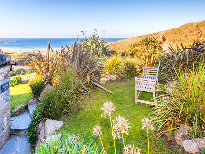 BASKING SHARK, lovely cozy cottage with great sea views by the beach, casa vacanza a Sennen