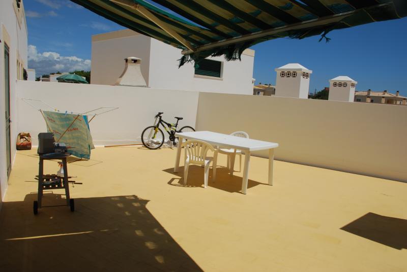 Terraço do apartamento- agosto 2013.Com vista piscinas e praia.