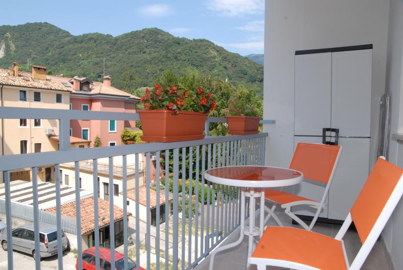 Colorful apartment along the bicycle path, holiday rental in Carpesica