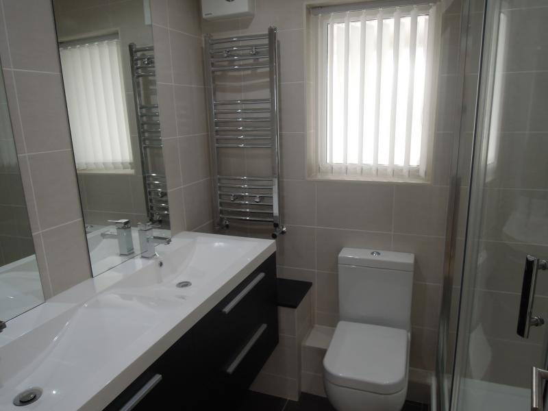 Main shower-room Apt 2