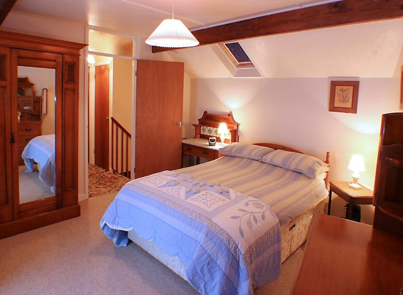 Double bedroom - traditionally furnished