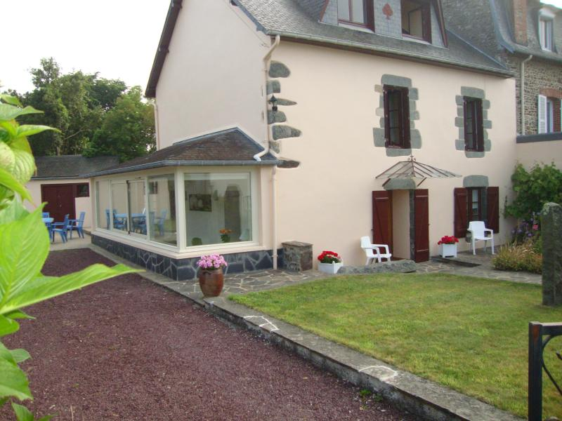 Bourges, vacation rental in Etables-sur-Mer