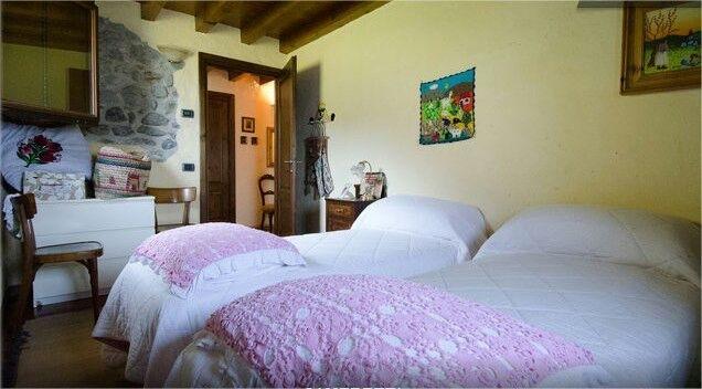 Esempio: camera può essere composta con letto matrimoniale o due letti singoli, più branda aggiunta