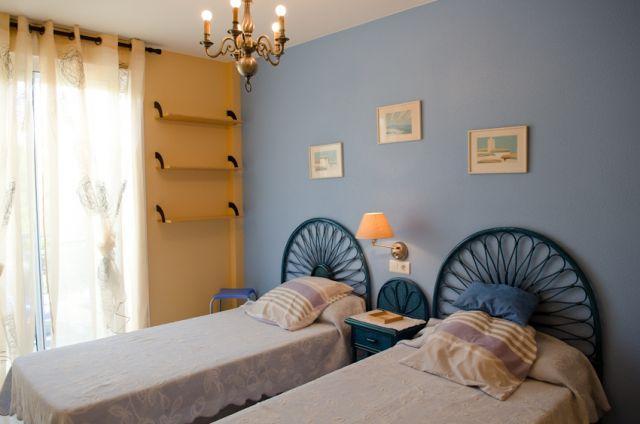 Dormitorio doble con terraza  con vistas al mar