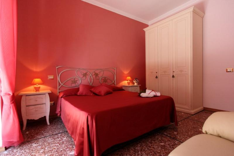 Camera ROSSA - con balconcino e possibilità del terzo letto