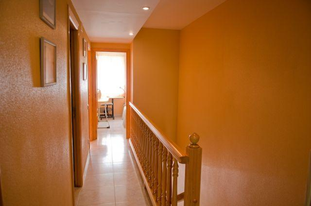 Escalera y  distribuidos de los dormitorios del piso de arriba