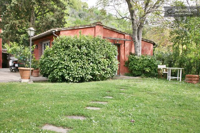 Giardino di fronte la casa
