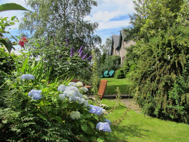 Cottage Oriente sala de jardín para relajarse y disfrutar de las vistas y sonidos del campo