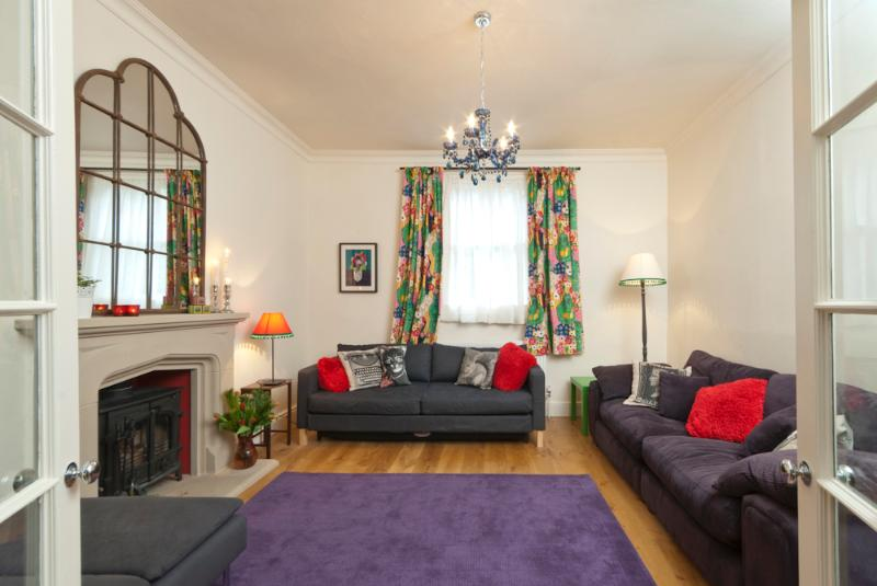 Perfect Georgian Cottage for Girls Get Togethers and Family Celebrations in Bath.