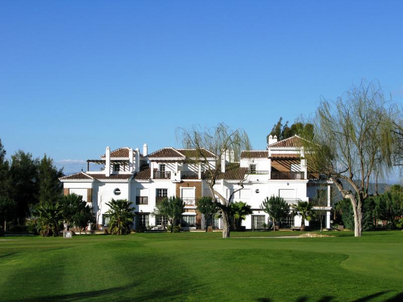 Imagine yourself in this beautiful location between the Sierra de Mijas and the Guadalhorce Valley.
