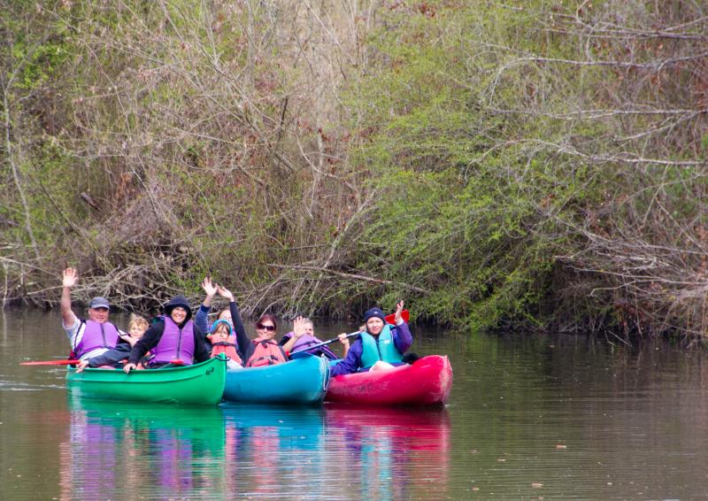 Activities nearby - kayaking on the river Dronne