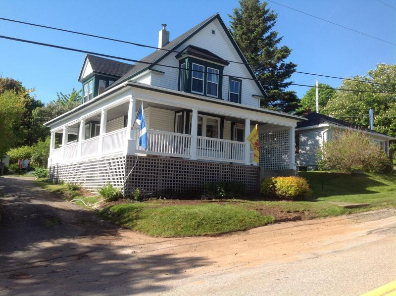 Scottish flavour Century Home Downtown Digby NS ( THE BEST OF THE BEST), holiday rental in Digby