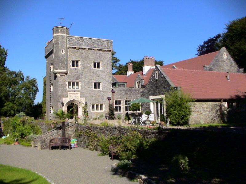 Maesycrugiau Manor