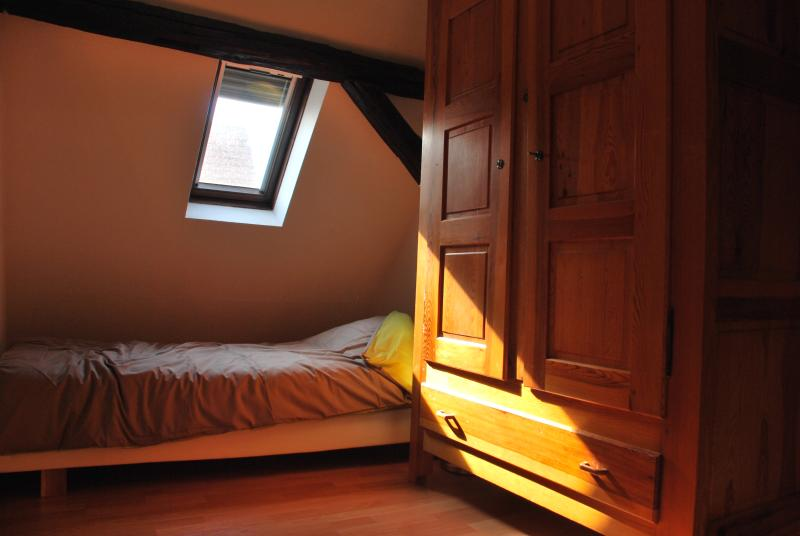 Room with two single beds of 0.90 * 2 m