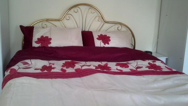 King bed (US queen) with washing machine, dryer and sink