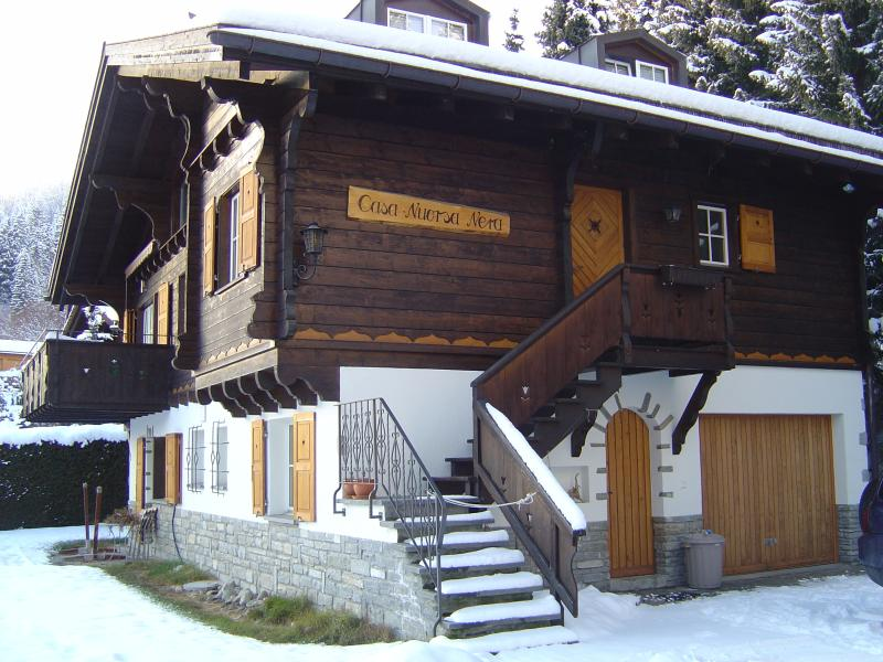 Side of chalet and drive