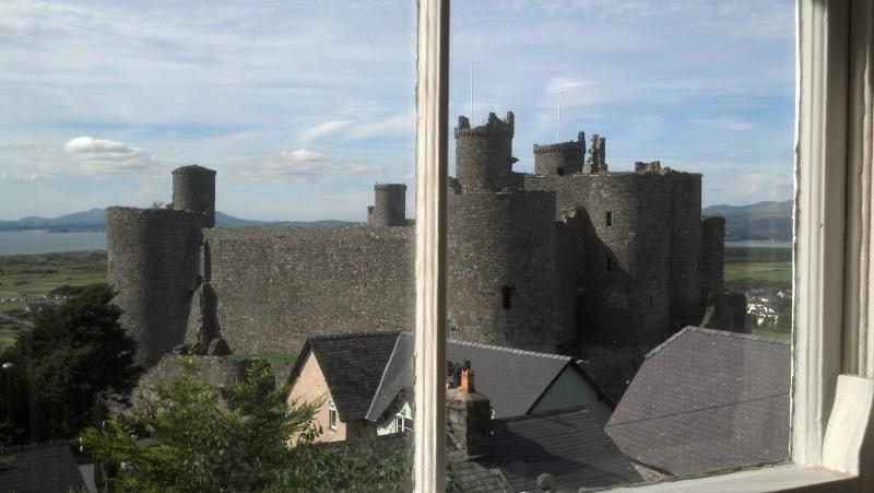 180 panorama middle: direct view of Harlech castle!!