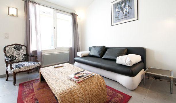 10 mn des arènes/ grand studio duplex climatisé , cosy et calme, location de vacances à Gard