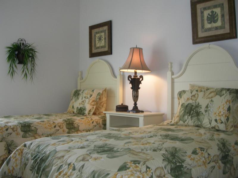 Eerste slaapkamer met twee eenpersoonsbedden