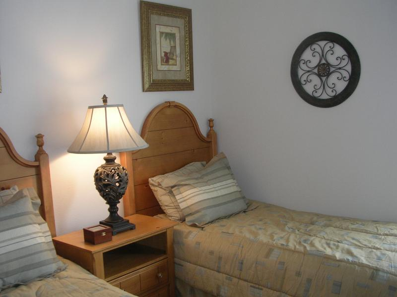 Tweede slaapkamer met twee eenpersoonsbedden